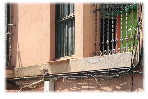 Freiverdrahtung von Strom- und Kommunikationsleitungen in Barcelona