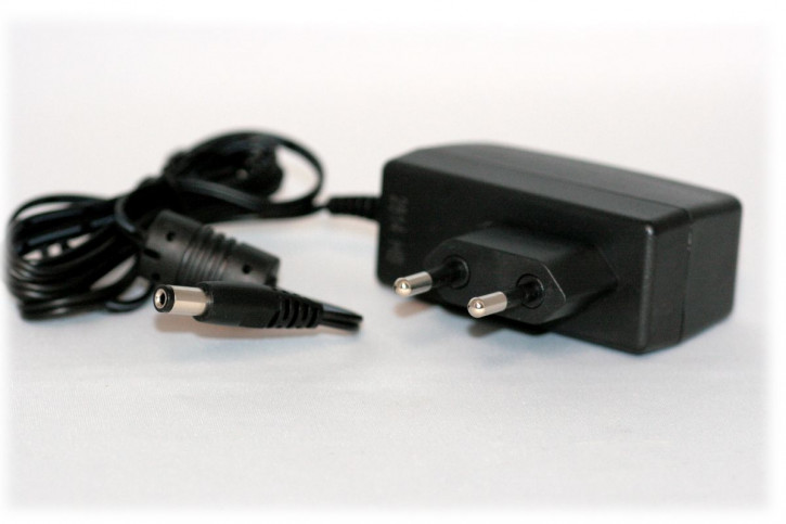 12V 1A Steckernetzteil mit Hohlstecker 5,5 x 2,5mm, DSA-12PFA-09 NEU, für Router, Funkscanner,...