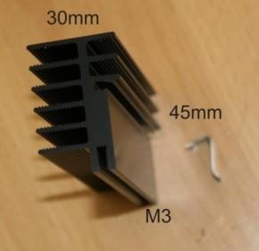 Kühlkörper SK 481 für eine Endstufe inkl. einer Montageklammer